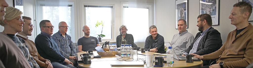 Vislandaföretagare och kommunföreträdare på rundabordsfrukost på Viverk.
